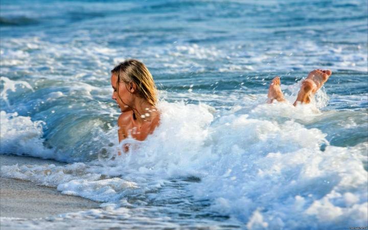 Лучшие пляжи, где можно купаться без одежды