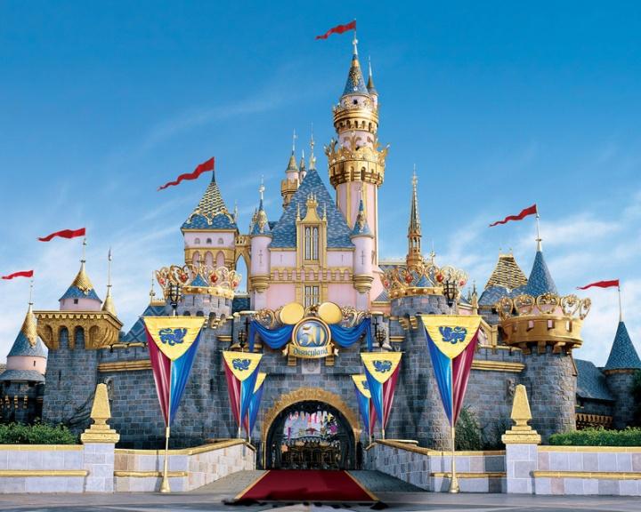 DisneyLand приглашает детей на шпионские игры
