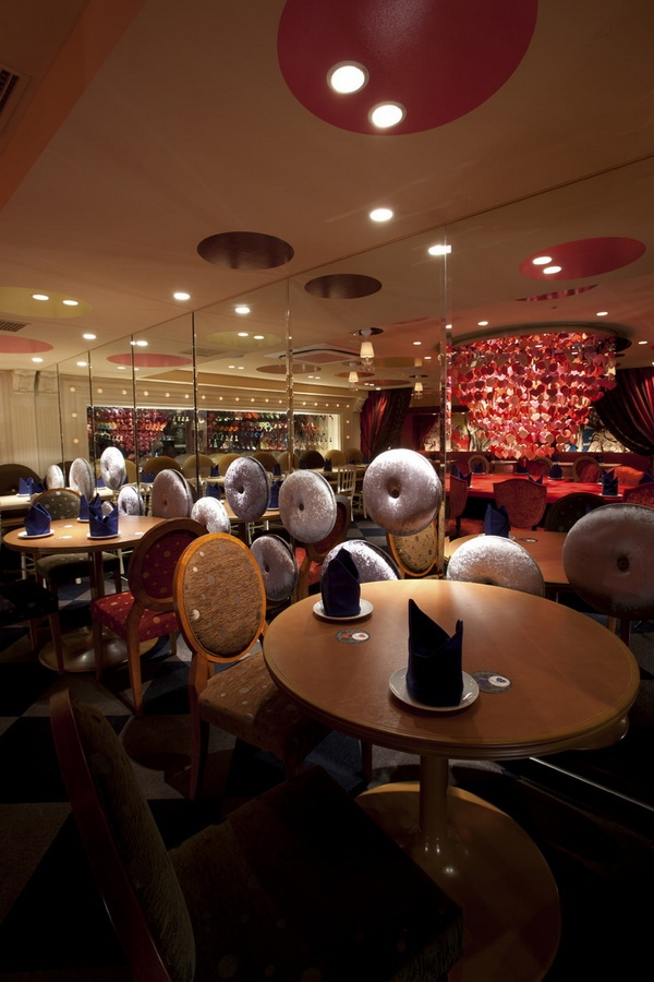 Ресторан в Токио Алиса в стране чудес