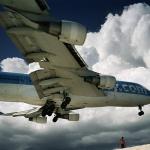 Махо Бич: экстрим под крылом самолета